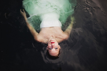 016-trash-the-dress-bride-in-water.jpg